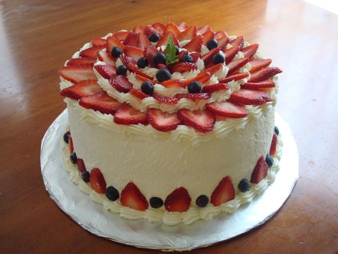 Cake With Whipped Cream And Fresh Fruit : Fresh Fruit: Fresh Cream And Fruit Cake